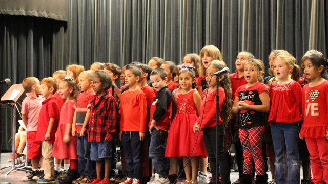 Picture of students singing at Primary's Veterans Day Ceremony